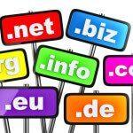 Schilder mit Domainendungen