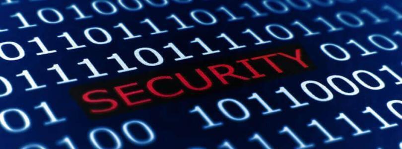 Security Schriftzug zwischen Nullen und Einsen